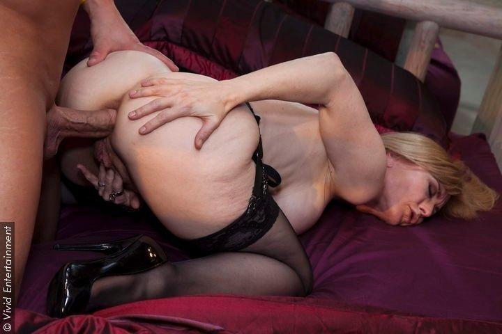 Milf dominate german lesbian